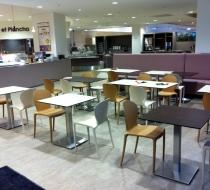 entree-avec-chaises-table-et-banquette