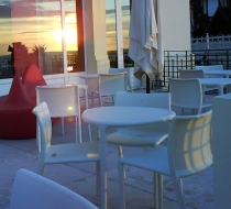 mobilier terrasse table empilable  polypro