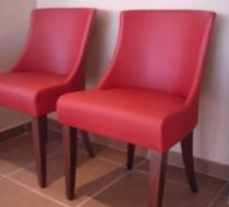 chaise garnie simili cuir rouge pieds bois wengé
