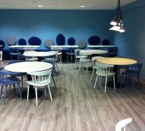 chaise hay j104 bleu et blanche plaza mobilier