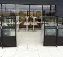 portes claustras a charnières + table aluminium