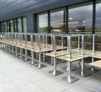 rangées de table montée avec plateaux compacts