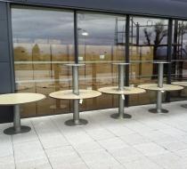 grande table extérieur de terrasse avec plateau compact hpl