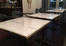 table marbre de carrare cadre laiton